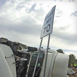 I-16 truck wreck leaves one dead - Statesboro Herald